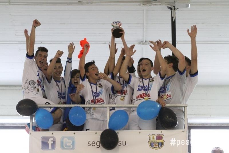Acqua e sapone calcio a 5 giovanissimi e allievi campioni for Catalogo acqua e sapone 2015