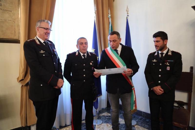 carabinieri-mise-baldassarre-salvataggio-anziano-incendio-2
