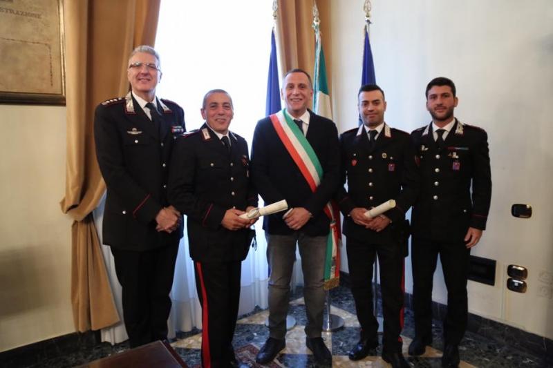 carabinieri-mise-baldassarre-salvataggio-anziano-incendio-7