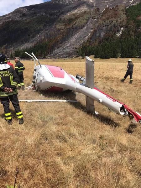 Elicottero Caduto : Foto elicottero caduto campo imperatore agosto