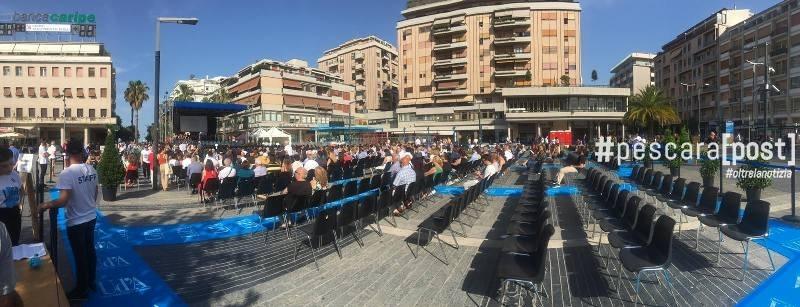 festa-laureati-pescara-piazza-salotto-1