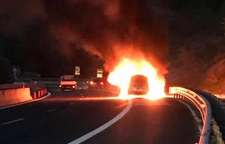 incendio a25 veicolo in fiamme (4)