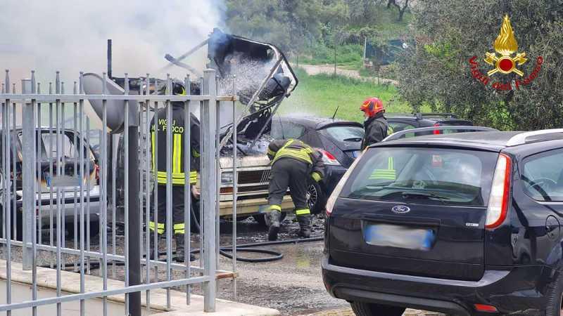 incendio-auto-montesilvano-vigili-del-fuoco-1