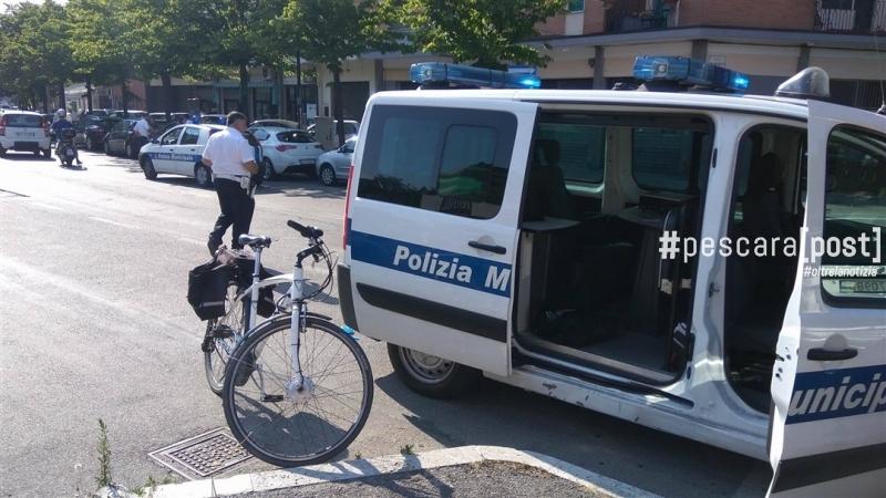 incidente auto bici viale della pineta 22 giugno 2017 (1)