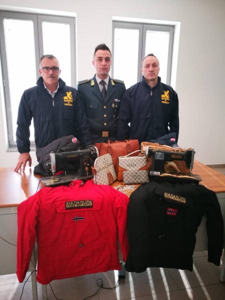 guardia-finanza-vestiti-contraffatti