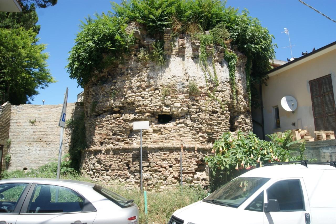 Francavilla al mare il torrione del 1800 abbandonato e for Mobilia arredamenti francavilla al mare