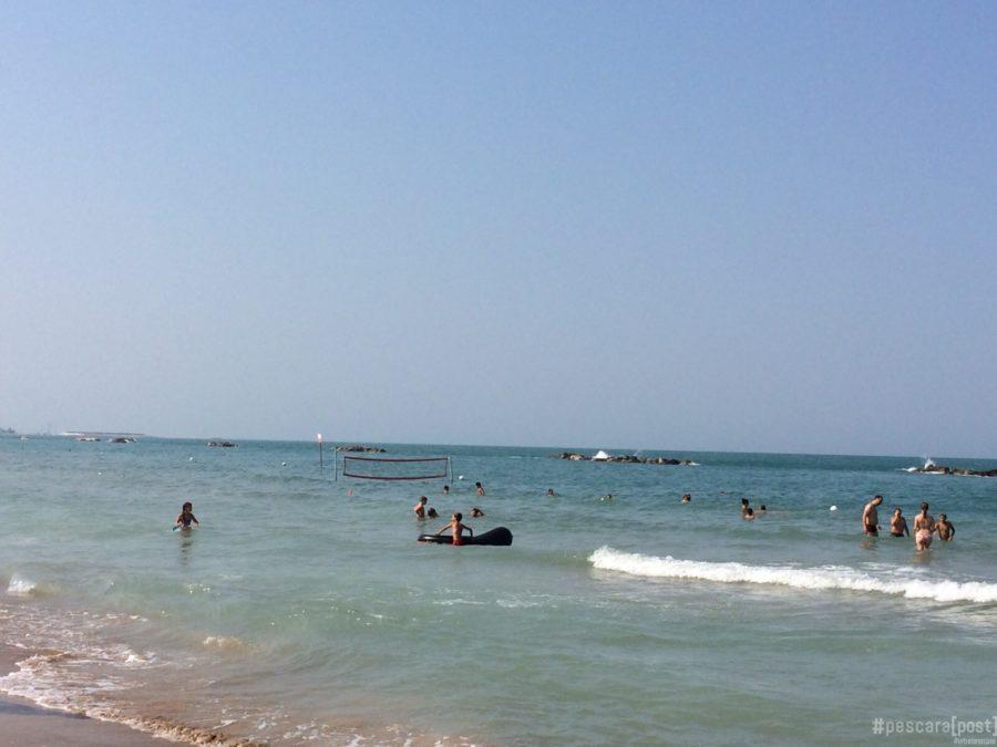 Francavilla al mare uomo muore in acqua mentre fa il - Bagno al mare ...