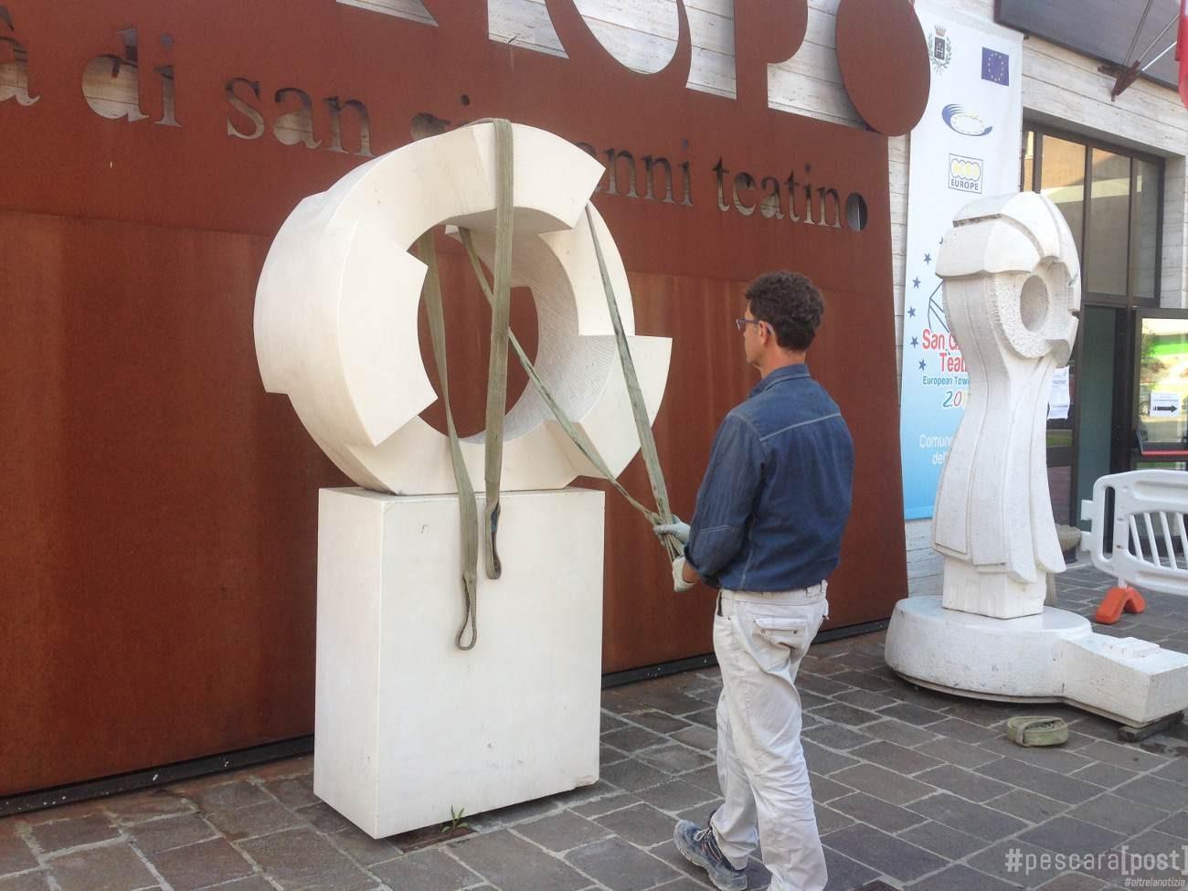 Foto spostamento sculture comune san giovanni teatino for Magri arreda san giovanni teatino
