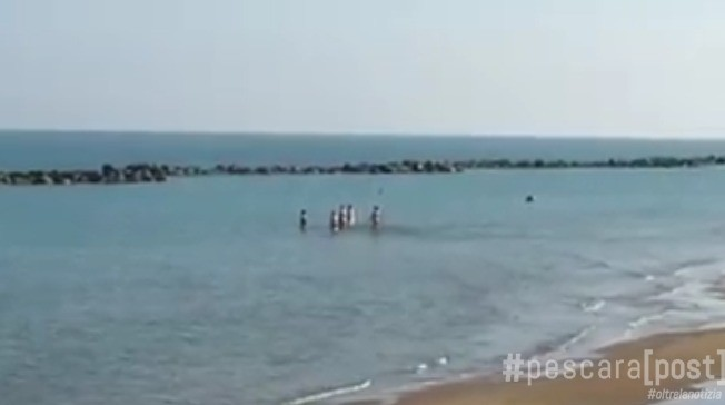 Francavilla, bagno al mare il 6 dicembre per alcuni ...
