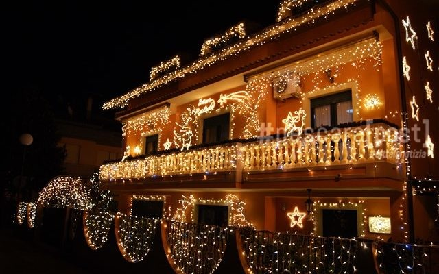 Dove E La Casa Di Babbo Natale.Casa Di Babbo Natale A Montesilvano Ecco Luci E Attrazioni Della