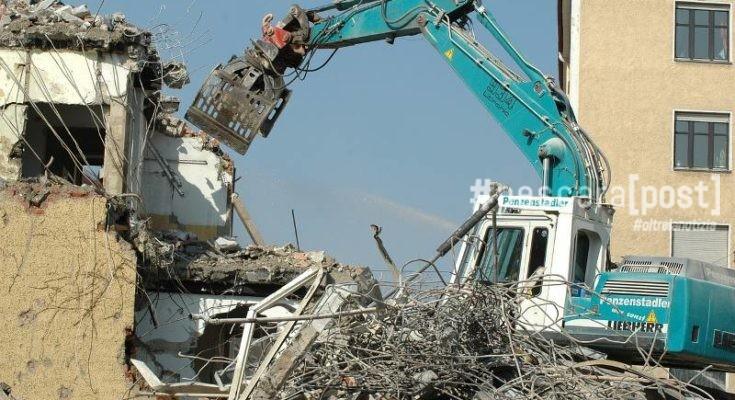 Abusivismo edilizio montesilvano partite le demolizioni for Dove ha sede il parlamento italiano